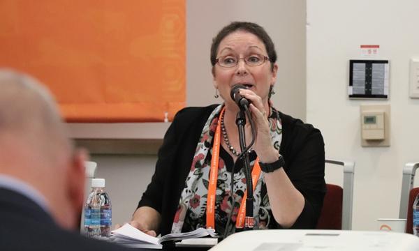 글로벌 원헬스 회담을 주재하는 르네 칼슨 회장