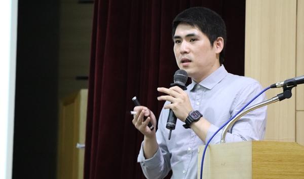 AI 간이키트 사용법을 소개한 경기도 동물위생시험소 황순호 수의사