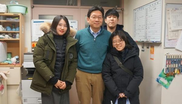 홋카이도대학 야생동물의학연구실 츠보다 교수님과 함께