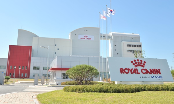 201809royalcanin_factory_RGY1