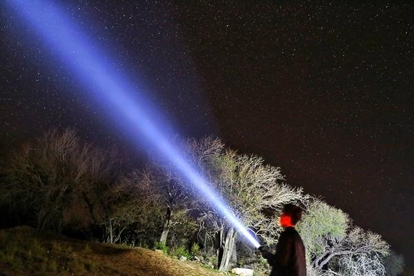 한국에서는 보기 힘들 별들을 매일 밤 쉽게 관찰할 수 있다