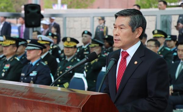 의무·수의장교의 역할을 주문한 정경두 국방부장관
