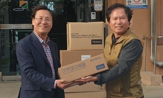 (왼쪽부터) 박근하 강원도수의사회장과 신창섭 버박코리아 대표