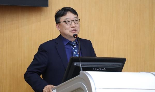 AVMA 인증과정을 소개한 김용백 서울대 교수
