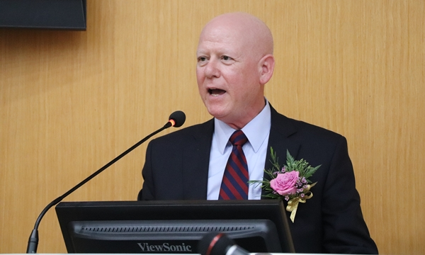 Dr. Andrew T. Maccabe, AAVMC 사무총장