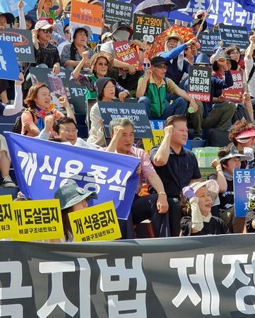 (가운데 왼쪽부터) 최영민 서울시수의사회장, 이상돈 의원, 김재영 고양이수의사회장