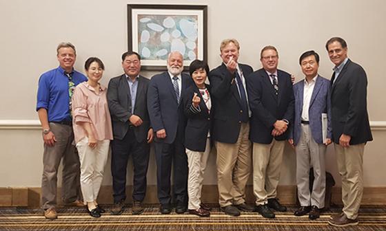 서울대공원 관계자와 AZA인증위원회 관계자들 모습