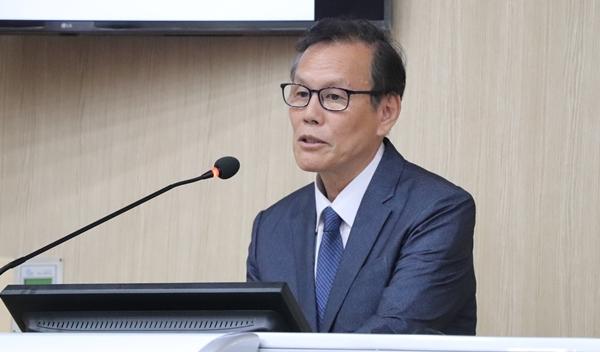 유동완 서울대 수의대 특임교수
