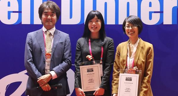 (왼쪽부터) 니시후지 코지 아시아수의피부과학회장, 현재은 수의사, 타마모토-모치즈키 치에 수의사