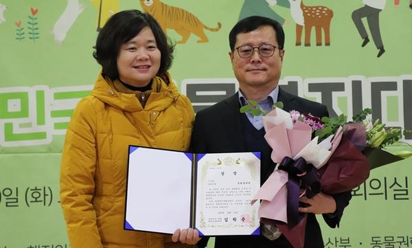 (왼쪽부터) 이정미 포럼 공동대표와 국립생태원 윤남호 본부장