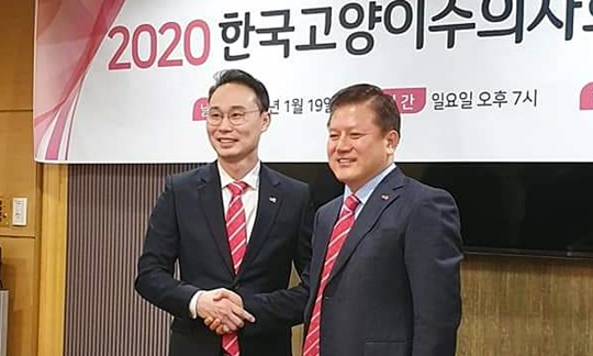 왼쪽부터) 김지헌 신임회장, 김재영 전임 회장