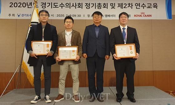 이계웅 시험소장(우측 두번째)와 경기도지사표창 수상자