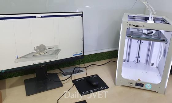 서울대 수의대 이레본 창작아이디어실에 설치된 3D 프린터